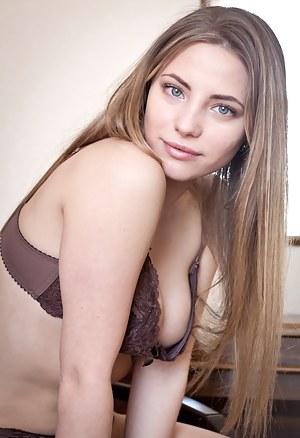 Teen Bra Porn Pictures